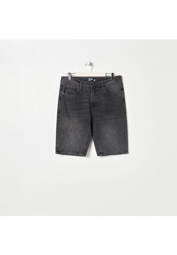 Sinsay - Szorty jeansowe - Jasny szary. Kolor: szary. Materiał: jeans