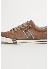Mustang - Buty. Nosek buta: okrągły. Zapięcie: sznurówki. Kolor: brązowy. Materiał: guma