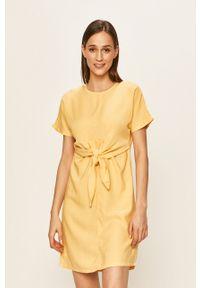 Żółta sukienka Vero Moda casualowa, na co dzień, mini
