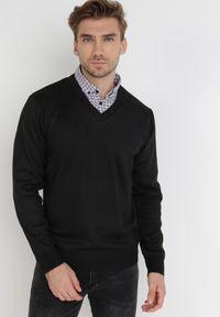 Born2be - Czarny Sweter Z Wełną Phylasia. Kolor: czarny. Materiał: wełna. Wzór: aplikacja. Styl: klasyczny, elegancki