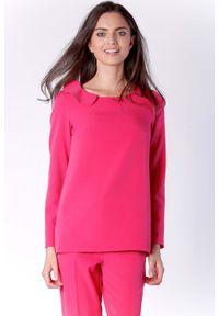 Nommo - Stylowa Różowa Bluzka Wizytowa z Falbanką przy Dekolcie. Kolor: różowy. Materiał: wiskoza, poliester. Styl: wizytowy, elegancki