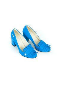 Niebieskie czółenka Zapato klasyczne, z okrągłym noskiem, w kolorowe wzory, na lato