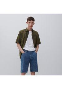 Reserved - Jeansowe szorty regular - Niebieski. Kolor: niebieski. Materiał: jeans
