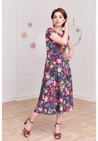 Marie Zélie - Sukienka Margarita Mirabilis różowa 32 fioletowy. Kolor: różowy, wielokolorowy, fioletowy. Materiał: wiskoza, dzianina, materiał, elastan, skóra. Długość rękawa: krótki rękaw. Typ sukienki: trapezowe