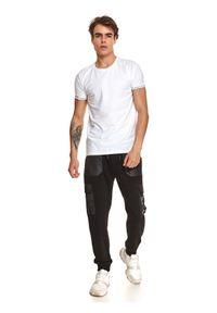 TOP SECRET - T-shirt męski gładki dopasowany. Kolor: biały. Materiał: tkanina. Długość rękawa: krótki rękaw. Długość: krótkie. Wzór: gładki. Sezon: jesień. Styl: klasyczny