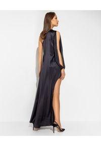SIMONA CORSELLINI - Czarna sukienka z jedwabiu. Kolor: czarny. Materiał: jedwab. Typ sukienki: kopertowe, asymetryczne. Styl: klasyczny. Długość: maxi
