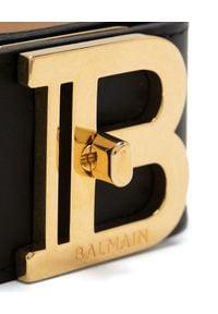 Balmain - BALMAIN - Skórzana bransoletka z logo. Materiał: złote. Kolor: czarny