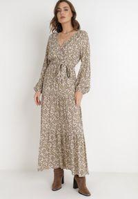 Born2be - Beżowa Sukienka Naerarpia. Kolor: beżowy. Materiał: materiał. Długość rękawa: długi rękaw. Wzór: kwiaty. Typ sukienki: kopertowe. Długość: maxi
