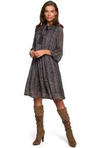 MOE - Sukienka z Falbankami w Kropki - Model 1. Typ kołnierza: kołnierz z falbankami. Materiał: poliester. Wzór: kropki