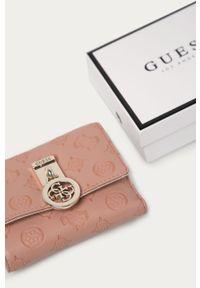 Różowy portfel Guess Jeans
