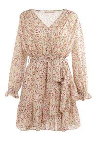 Born2be - Jasnobeżowa Sukienka Thaeliera. Kolor: beżowy. Materiał: tkanina, materiał. Wzór: kwiaty, aplikacja. Typ sukienki: kopertowe. Długość: mini