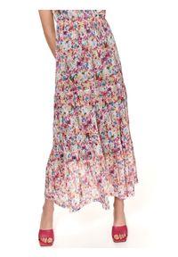 TOP SECRET - Sukienka maxi w kwiaty z falbanami. Typ kołnierza: dekolt w serek. Kolor: różowy. Materiał: tkanina. Długość rękawa: bez rękawów. Wzór: kwiaty. Sezon: lato. Długość: maxi