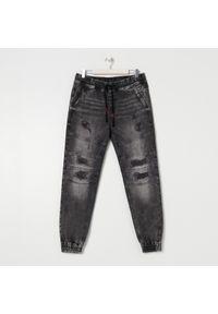 Sinsay - Spodnie jeansowe slim jogger - Szary. Kolor: szary