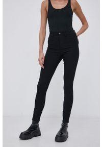 only - Only - Spodnie. Stan: podwyższony. Kolor: czarny. Materiał: wiskoza, materiał