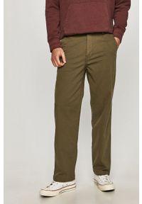 Levi's® - Levi's - Spodnie. Okazja: na spotkanie biznesowe. Kolor: zielony. Materiał: tkanina. Wzór: gładki. Styl: biznesowy