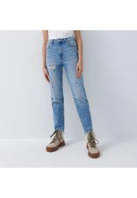 House - Mom jeans slim vintage - Niebieski. Kolor: niebieski. Styl: vintage