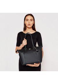 Czarna torebka klasyczna Lacoste skórzana