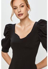 Morgan - Sukienka. Kolor: czarny. Materiał: tkanina. Długość rękawa: krótki rękaw. Wzór: gładki. Typ sukienki: dopasowane #3