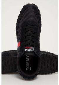 Czarne sneakersy Tommy Jeans z okrągłym noskiem, na sznurówki, z cholewką