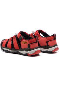 Czerwone sandały keen na lato