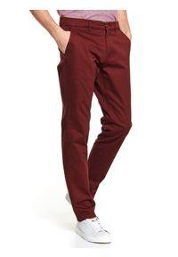 Czerwone spodnie TOP SECRET w kolorowe wzory, casualowe