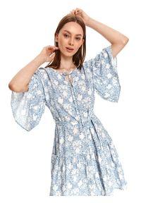 TOP SECRET - Sukienka z szerokimi rękawami i falbaną, we wzory. Kolor: kremowy. Materiał: tkanina