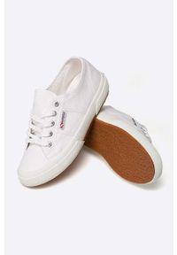 Superga - Tenisówki. Nosek buta: okrągły. Zapięcie: sznurówki. Kolor: biały