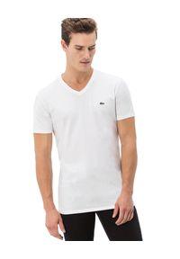 Lacoste - LACOSTE - Biały t-shirt z bawełny. Typ kołnierza: dekolt w serek. Kolor: biały. Materiał: bawełna. Wzór: haft. Styl: sportowy, klasyczny