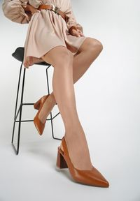 Brązowe sandały na słupku Renee