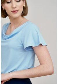 Marie Zélie - Bluzka Maja błękitna. Kolor: niebieski. Materiał: elastan, materiał, wiskoza, tkanina, dzianina. Długość rękawa: krótki rękaw. Długość: krótkie. Styl: elegancki