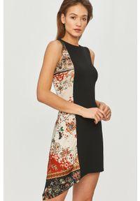 Czarna sukienka Desigual bez rękawów, z nadrukiem