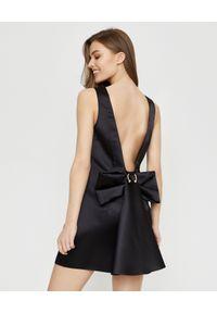 Czarna sukienka mini Elisabetta Franchi z kokardą