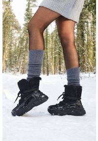 Czarne śniegowce Casu na platformie