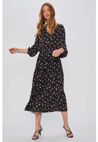 Czarna sukienka Answear Lab na co dzień, rozkloszowana, midi, wakacyjna
