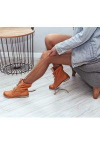 Botki Zapato na spacer, w ażurowe wzory, z cholewką za kostkę, sportowe