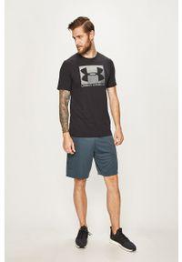 Under Armour - T-shirt. Okazja: na co dzień. Kolor: czarny. Materiał: materiał. Wzór: nadruk. Styl: casual