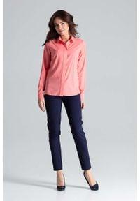 Katrus - Koralowa Klasyczna Koszula z Długim Rękawem. Kolor: pomarańczowy. Materiał: poliester, elastan. Długość rękawa: długi rękaw. Długość: długie. Styl: klasyczny