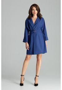 Lenitif - Sukienka typu żakiet z szerokim paskiem w talii szafirowa. Okazja: do pracy, na spotkanie biznesowe. Kolor: niebieski. Styl: biznesowy, elegancki