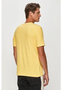 Żółty t-shirt TOMMY HILFIGER z okrągłym kołnierzem, casualowy, z aplikacjami, na co dzień