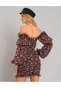 JOANNA MUZYK - Sukienka w róże Rosi. Okazja: na co dzień, na randkę. Kolor: czarny. Materiał: jedwab. Wzór: kwiaty. Styl: casual. Długość: mini