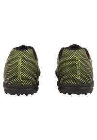 Buty dla dzieci piłkarskie turfy Pro Touch Classic III 302900. Zapięcie: sznurówki. Materiał: skóra, syntetyk. Szerokość cholewki: normalna. Sport: piłka nożna