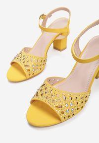 Born2be - Żółte Sandały Misenia. Zapięcie: pasek. Kolor: żółty. Materiał: nubuk, skóra ekologiczna, syntetyk. Wzór: gładki, aplikacja. Obcas: na słupku