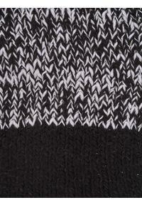 Czarny szalik TOP SECRET w kolorowe wzory, na jesień