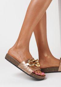 Born2be - Szampańskie Klapki Nixishia. Nosek buta: okrągły. Kolor: złoty. Materiał: guma. Styl: klasyczny