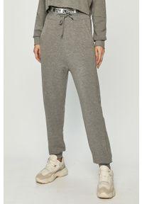 Szare spodnie dresowe only z nadrukiem