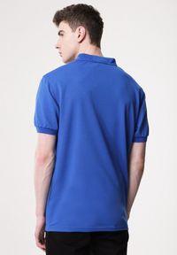 Born2be - Niebieska Koszulka Gladdening. Typ kołnierza: polo. Kolor: niebieski. Materiał: dzianina. Długość rękawa: krótki rękaw. Długość: krótkie. Wzór: gładki #4