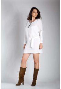 Nommo - Ecru Nowoczesna Sukienka z Zamkiem przy Dekolcie PLUS SIZE. Kolekcja: plus size. Materiał: wiskoza, poliester. Typ sukienki: dla puszystych