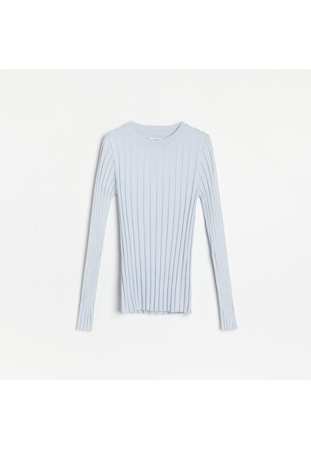 Niebieski sweter Reserved w prążki