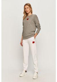 Białe spodnie dresowe Hugo