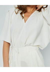 MARLU - Biała bluzka Salto. Kolor: biały. Materiał: wiskoza, tkanina, elastan. Wzór: gładki. Sezon: lato. Styl: elegancki